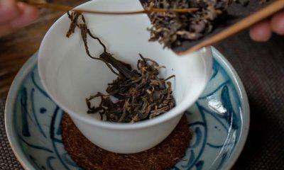 El té negro alivia el dolor de estómago